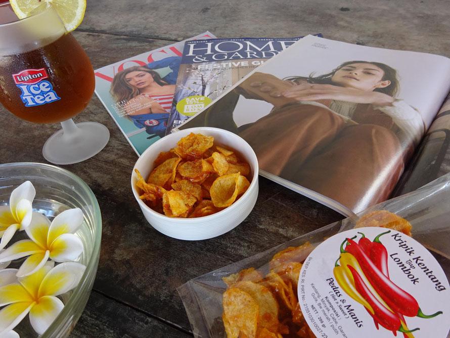 Keripik kentang balado dari Tjap Lombok. Kripik kentang pedas manis dari Tjap Lombok.