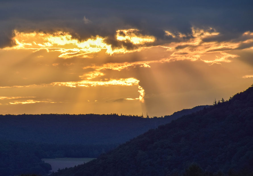 Ein schöner Sonnenaufgang von meinem Hotel-Balkon in Bringhausen, am Eder See.