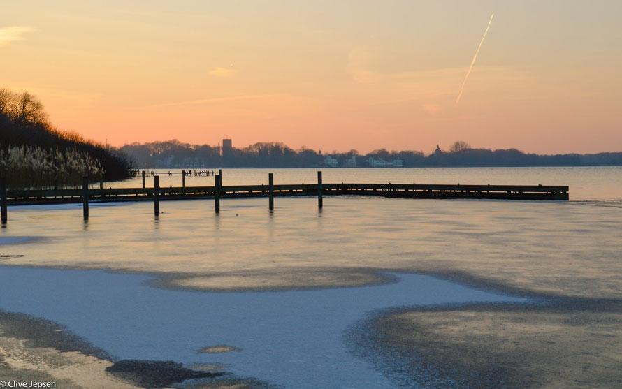 Die Eiswelt am Zwischenahner Meer bei Sonnenuntergang
