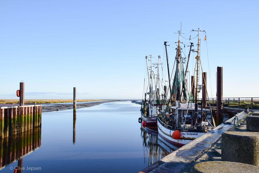 Sonntags ist Ruhe im Hafen von Varel
