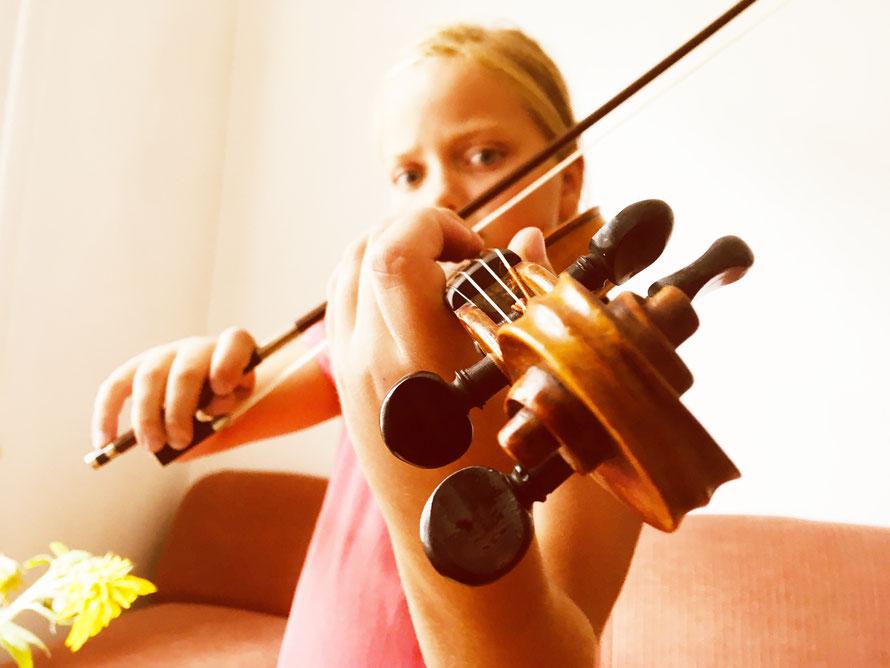 Geigenschülerin