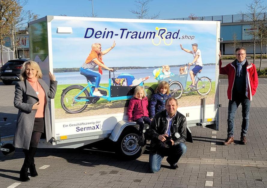 Unser neuer Anhänger und alle Beteiligten; Foto Sascha Stüber OL, Ausführung ManaX Schortens. DANKE; es ist KLASSE geworden !