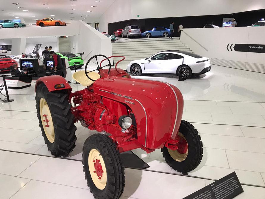 Porsche Traktor in bester Gesellschaft mit seinen Geschwistern.