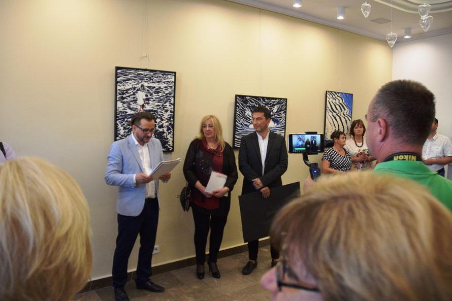 Da sinistra Wojciech Sternik (comproprietario di Arte Hotel), Joanna Brzescinska-Riccio, Giuseppe Joh Capozzolo