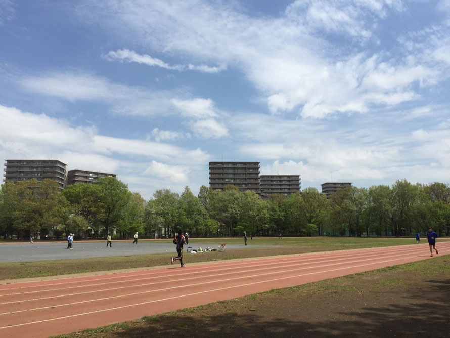 Track field at Higashiyamato Minami Park Tokyo Higashiyamato sport picnic tourist sport TAMA Tourism Promotion - Visit Tama 陸上トラック 都立東大和南公園 東京都東大和市 スポーツ ピクニック 観光スポット 多摩観光振興会