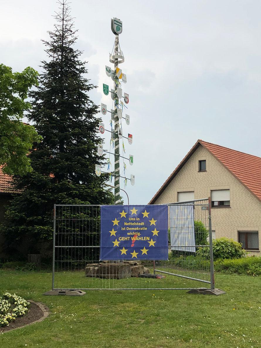 Nettelstedter Dorfplatz mit klarem Pro-Europa-Statement (© by Stockhausen für Europa)