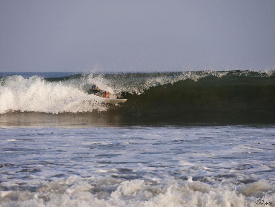 Barrel surfing in Playa Venao / Panama