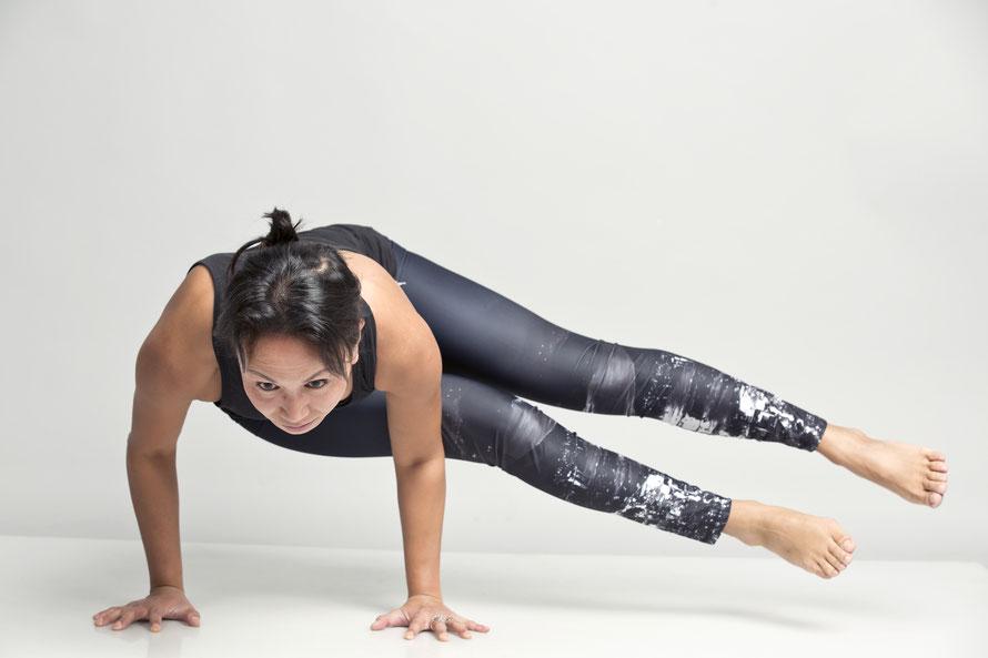 Ein bunter Mix aus Yoga-Stilen. Tigress Yoga, die Symbiose von Power Vinyasa Yoga &  Kung Fu. Ideal für sportliche Anfänger. Yoga Ausbildungen & Weiterbildungen für Yogalehrer, Physiotherapeuten & Sportprofis. In Zürich Oerlikon.