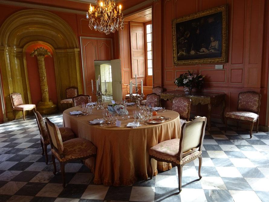 La salle à manger aménagée au goût du XVIIIe siècle