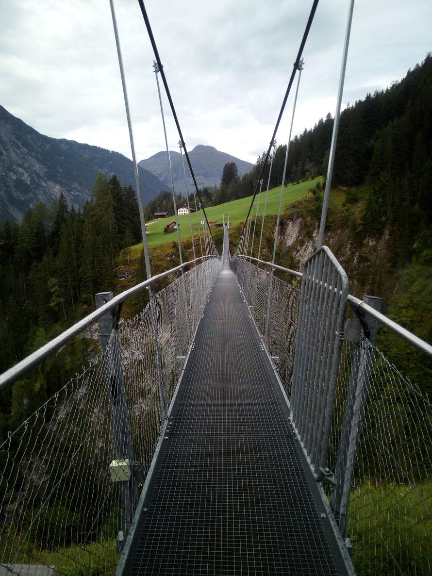 Österreichs längste Hängebrücke kurz vor Holzgau