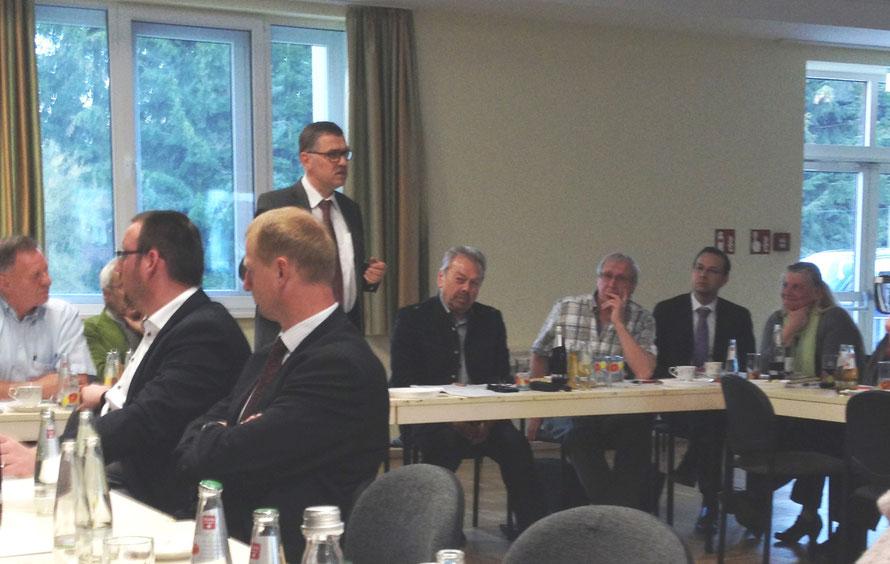 Reinhard Krebs, Landrat des Wartburgkreises, ermutigt die Mitglieder des Rhönforum e. V.