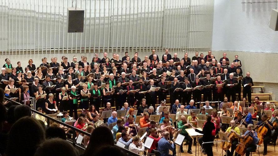 Sinfonieorchester, Konzertchor, Konzertsaal der Universität der Künste Berlin