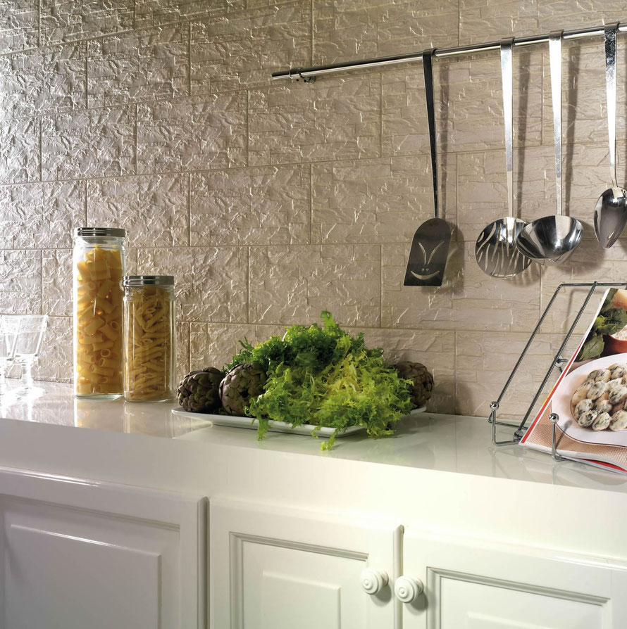 Rivestimenti cucina un 39 arte infinita casaeco pavimenti e rivestimenti in ceramica - Rivestimento cucina effetto legno ...
