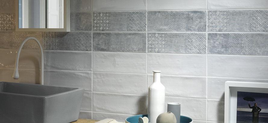 Mattonelle bagno casaeco pavimenti e rivestimenti in for Posa alzatina cucina