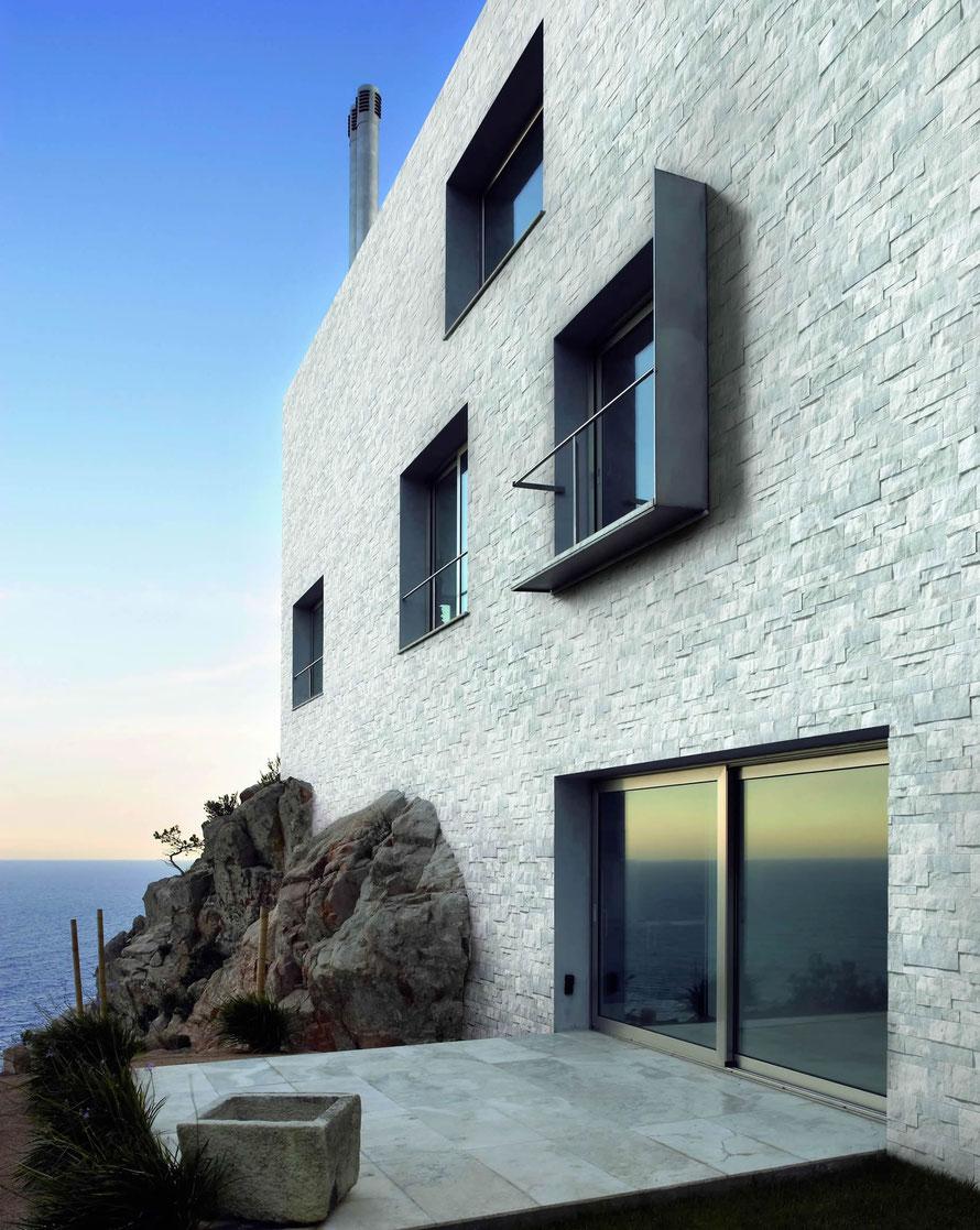 Il Rivestimento Brix matt per esterni è un perfetto effetto pietra per la facciata della vostra casa.