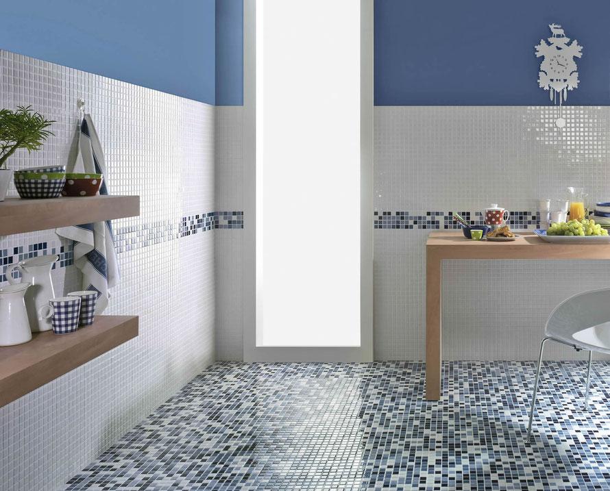 Il mosaico Carnival in gres porcellanato propone 11 diversi mix di colori lucidi per una posa sia per i pavimenti che per i muri.