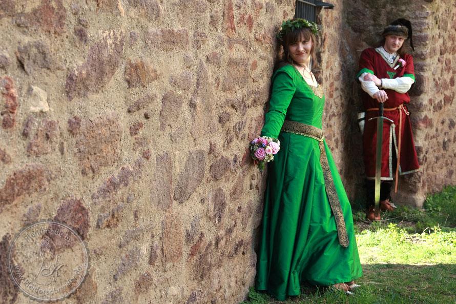 mittelalterhochzeit, mittelaltergewand, historische  hochzeit, brautkleid, gewandung