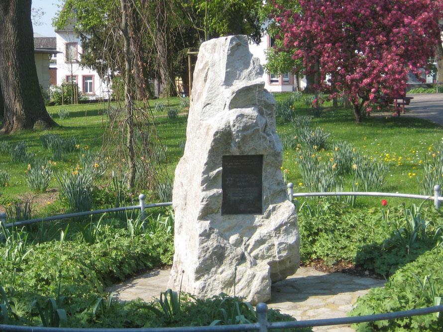 Gedenkstein für die Opfer des Nationalsozialismus auf dem Alten Friedhof in Bad Nauheim