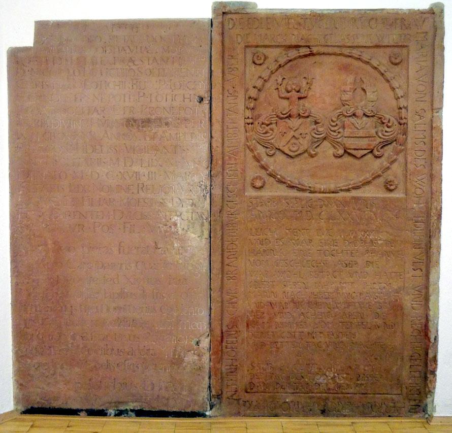 Grabplatte von Pfarrers Nikolaus Lotichius (links) und von Frau Freyaltenhoven, geb. von Salms (rechts)