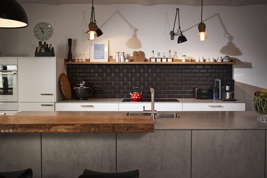 Fliesenlegerfachbetrieb Fliesenfachgeschäft Matthias Raisch - Stilvolle Küchen- & Badrenovierung in einem Loft in Stuttgart