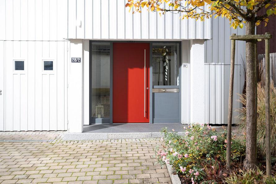 Raisch Fliesenfachgeschäft und hochwertige Fliesenarbeiten in der Region Stuttgart - Hauseingang Granit Ostfildern Ruit - www.raisch-fliesen.de - Ansicht