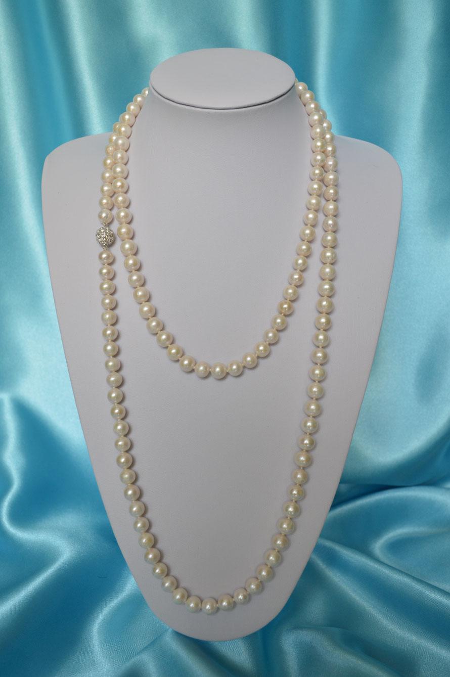 Collier Sautoir en perles rondes blanches de 9/10 mm