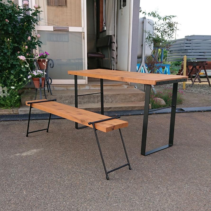 テーブル、ベンチ