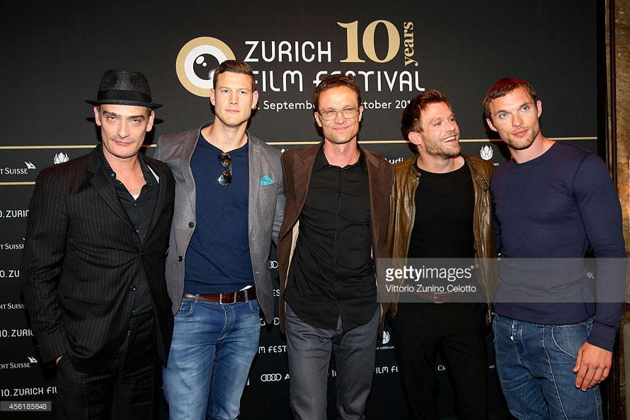 ©gettyimages: Claudio Fäh mit dem Cast von Northmen: Anatole Taubman, Tom Hopper, Ken Duken und Ed Skrein