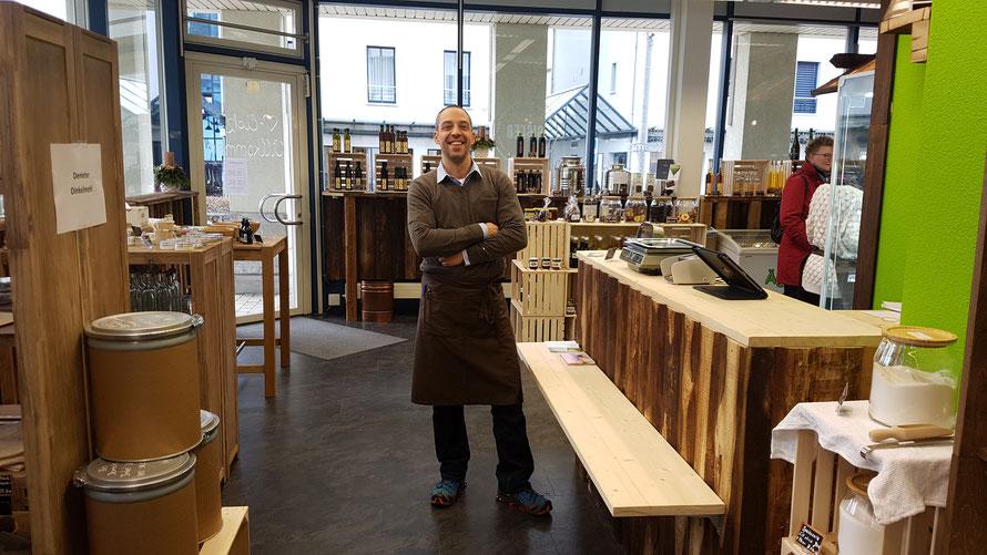 Freddy Gisler in seinem «GISLER REGIOLADÄ» in Unterägeri, Kanton Zug/CH © 2020 Bellone Franchise Consulting GmbH