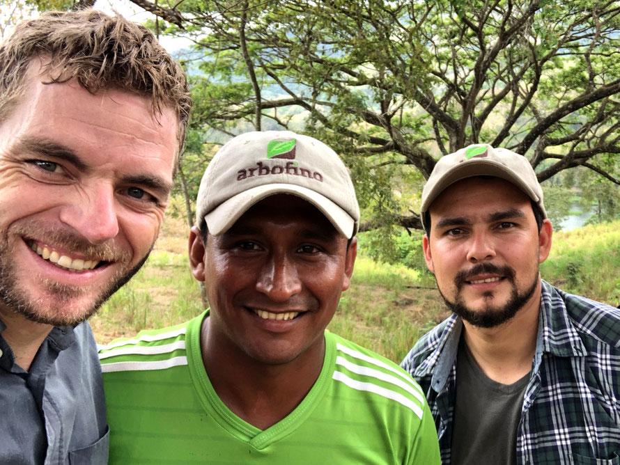 Dominic (links), Javier Chica (mittig, Administrator Fincas) und Leandro Garcia (rechts, Geschäftsführer Ecuador) © Foto: Arbofino AG