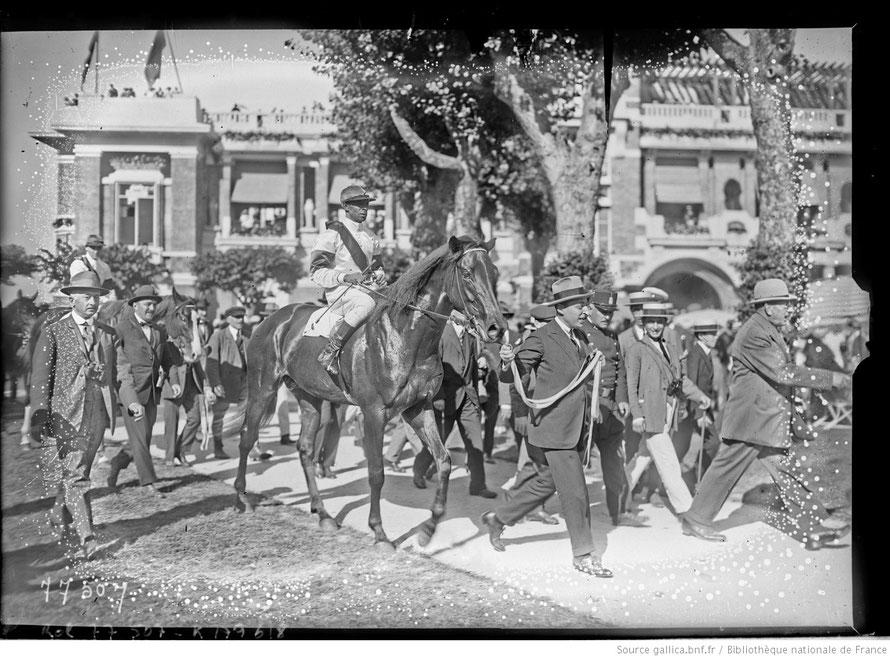 James Winkfield vainqueur du Prix du Président de la République à Saint Cloud sur Bahadur en 1923