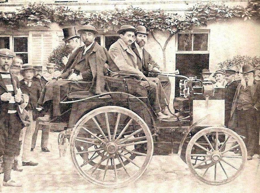La Panhard et Levassor n° 13 d'Hyppolythe Panhard en 1894 arrivée première ex aequo avec une Peugeot