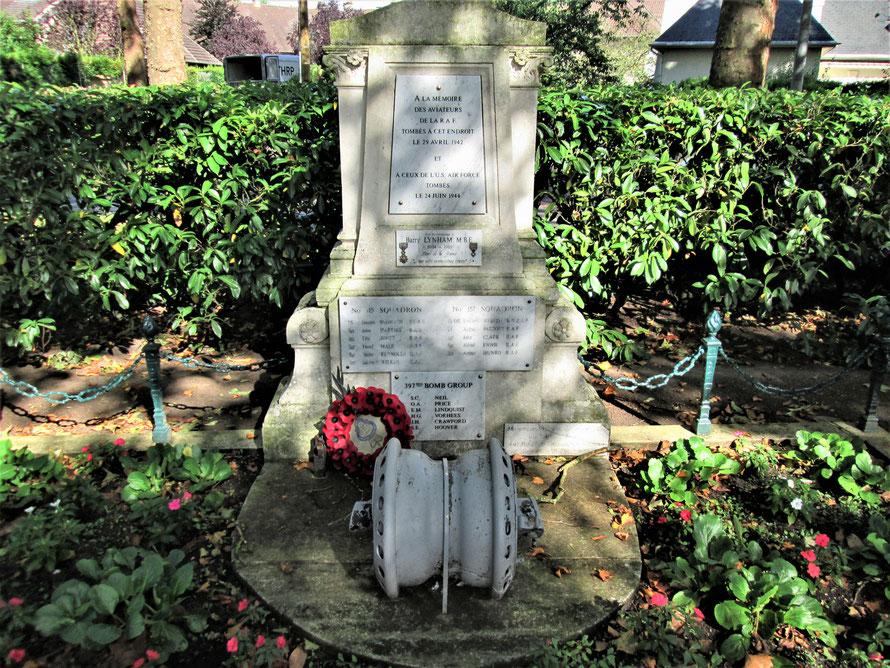 monument en hommage aux aviateurs alliés tombés pour nous libérer du joug nazi dans le parc de Maisons-Laffitte