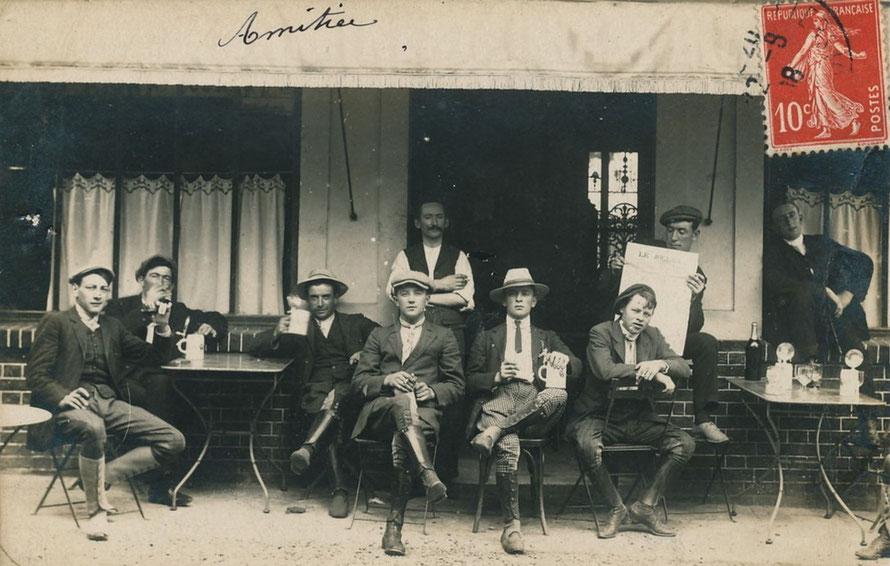 maisons-laffitte, lads et entraineurs au cafe