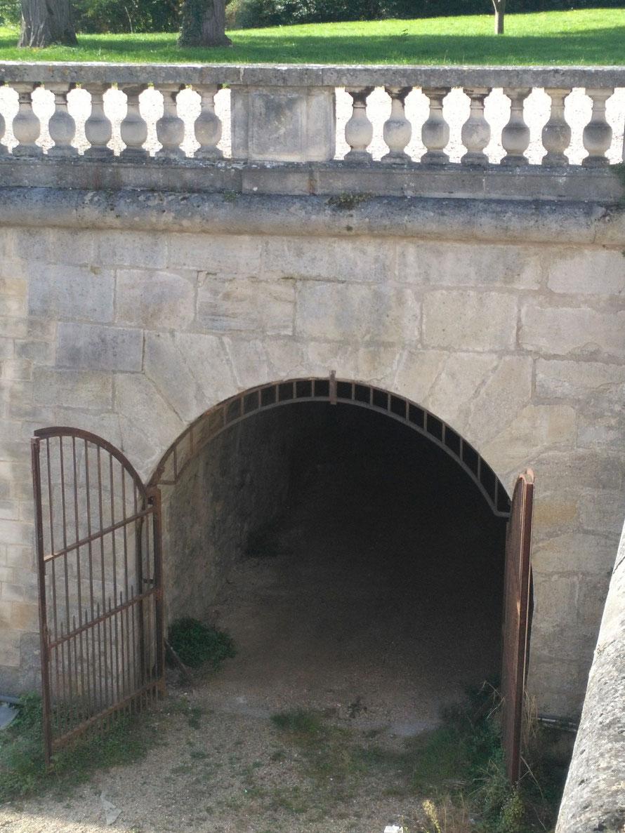 Entrée du souterrain entre le château de Maisons-Laffitte et la vieille église