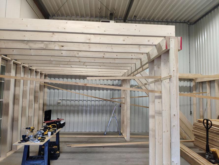Bouw verdiepingsvloer in loods, tijdens de bouw