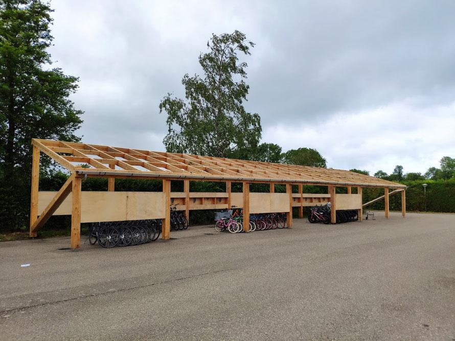 Douglas houten overkapping in aanbouw, Baarland