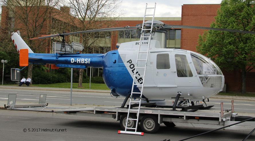 Nachdem die Original_Hubschrauber seit Mai 2017 alle umlackiert sind, ist der Simulator auch Blau/Weiss.