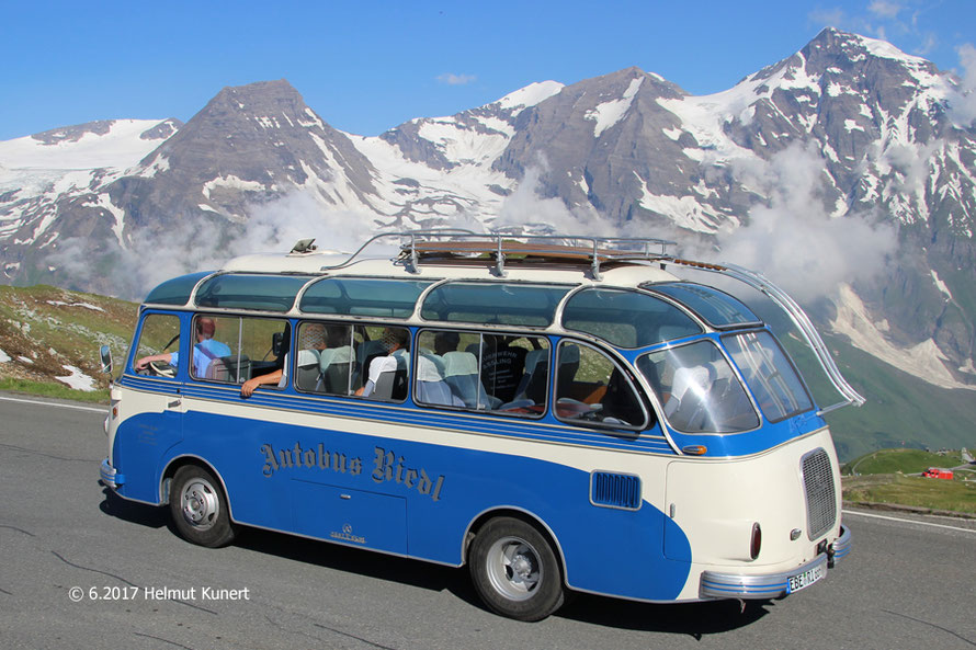 Historisches Begleitfahrzeug der Teilnehmer aus Aßling in Oberbayern.