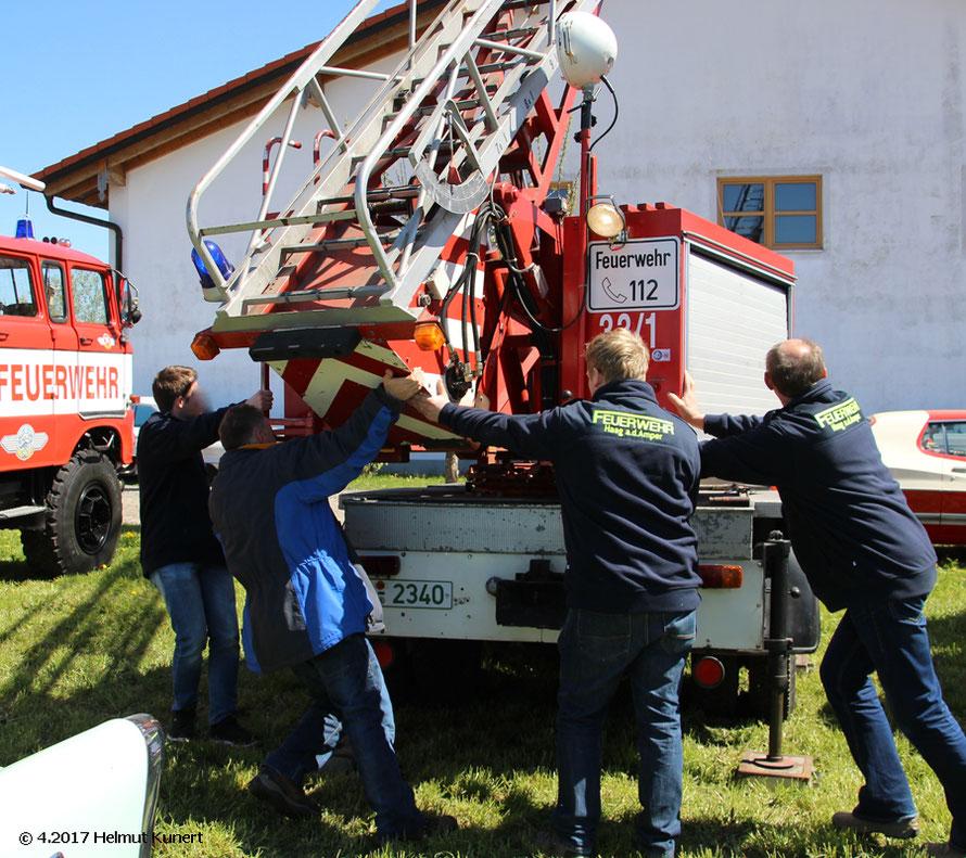 Gemeinsames Drehen des Leiterparks beim Florian Haag an der Amper 33/1 (sonstiges Hubrettungfahrzeug)