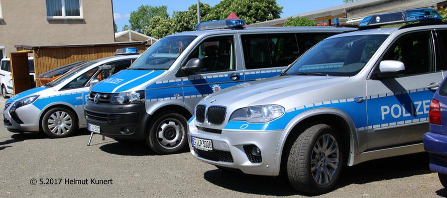 Auch die Polizei war da zum Informieren. Der BMW der WSP ohne blauer Folie auf der Motorhaube!
