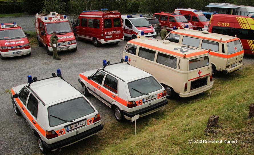 ÖRK aus Salzburg mit 4 Fahrzeugen und Begelitfahrzeuge.