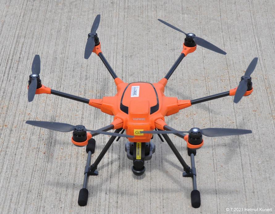 Die große orange Drohne