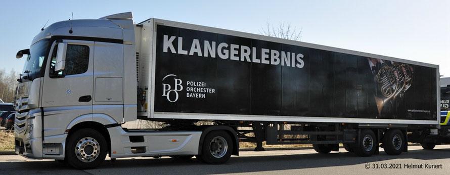 DER Sattelzug: Logistik-LKW-Orchester