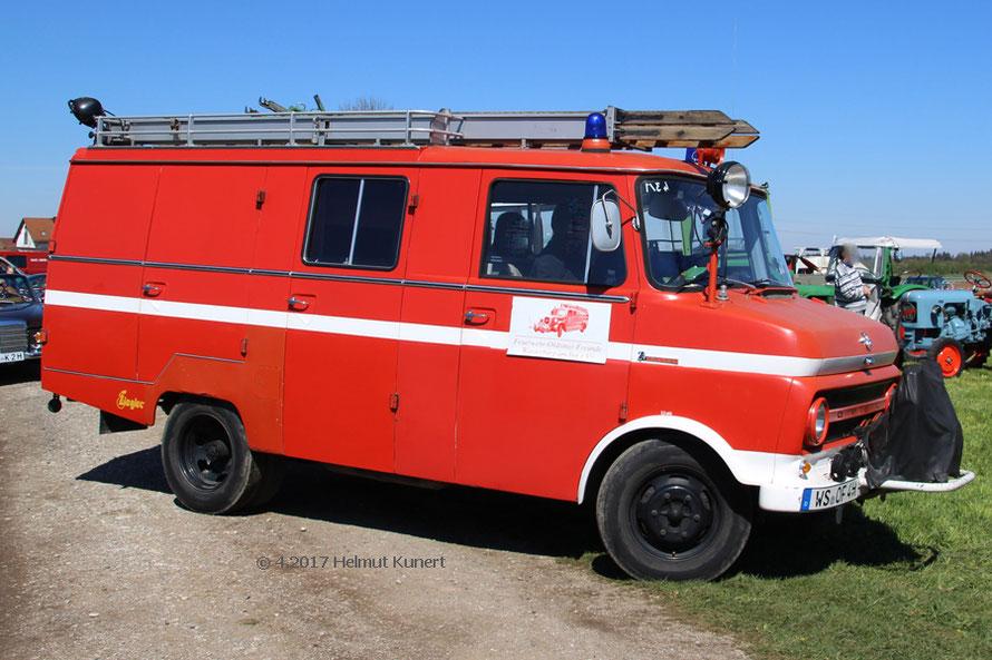Die Feuerwehr-Oldtimer-Freunde aus Wasserburg mit Opel und einem Mercedes der ehemaligen Feuerlöschpolizei.