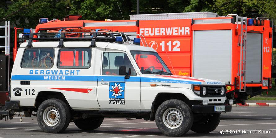 Bergwacht- und Feuerwehrfahrzeug aus Weiden.
