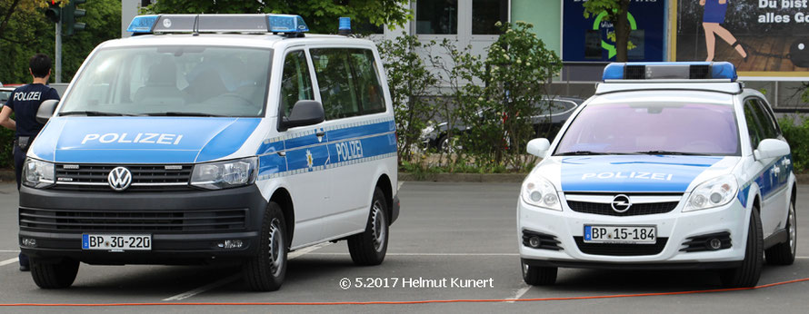 die beiden Bundespolizeifahrzeuge