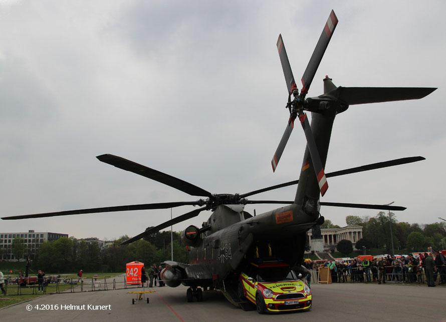 Auch die Bundeswehr ist eingeflogen.