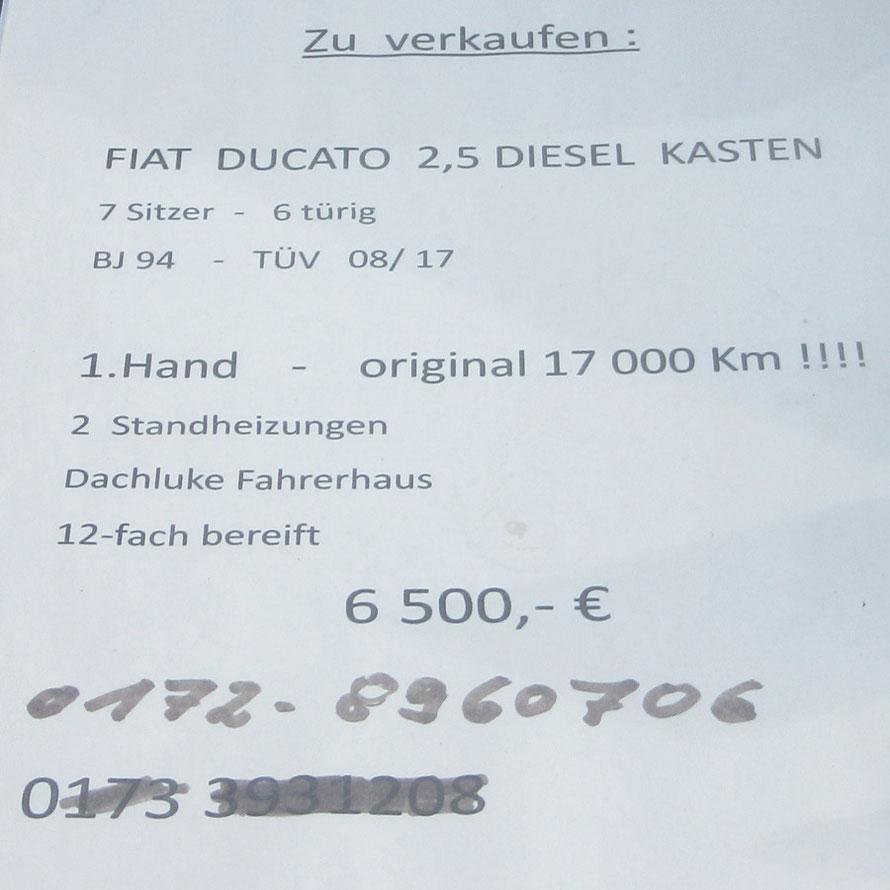 Hinweisschild im Fahrzeuginnern.