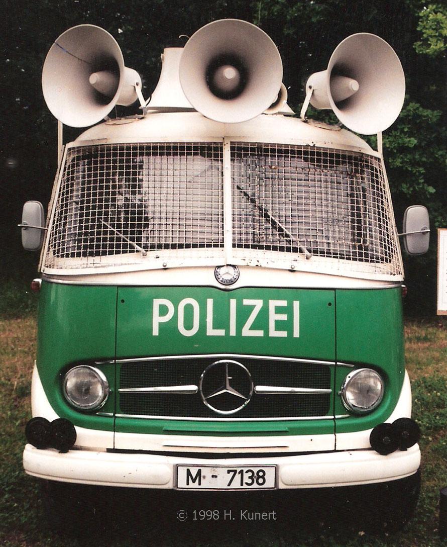 1998 noch mit dem Mercedes Stern vorn auf dem Kühlergrill.